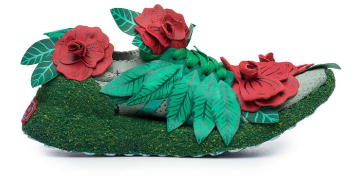 Sneaker embellished with fake roses and leaves.