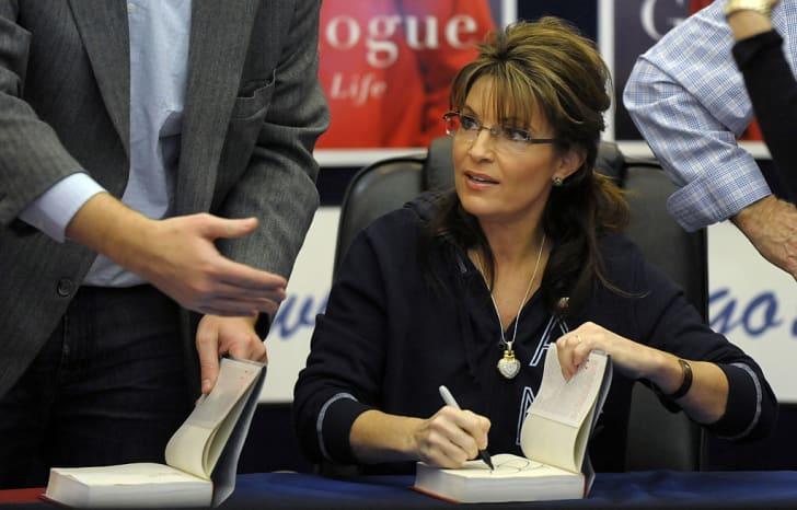 Sarah Palin signs her memoir