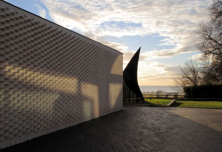 An artsy wall and sculpture overlooking the Øresund Sound at the Louisiana Museum of Modern Art in Denmark