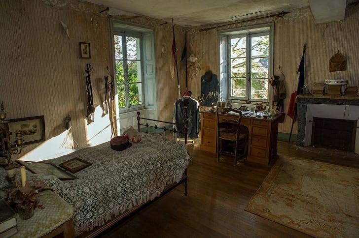 the bedroom of Hubert Rochereau, left intact