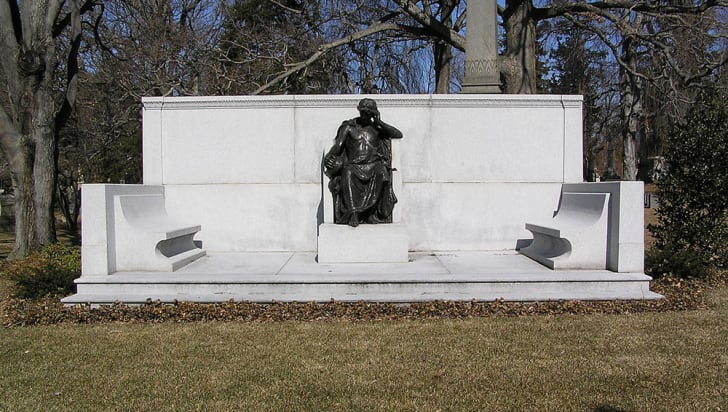 A photograph of Joseph Pulitzer's grave at Woodlawn Cemetery