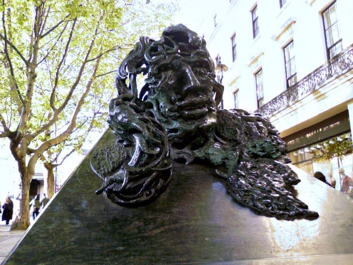 Oscar Wilde statue in London
