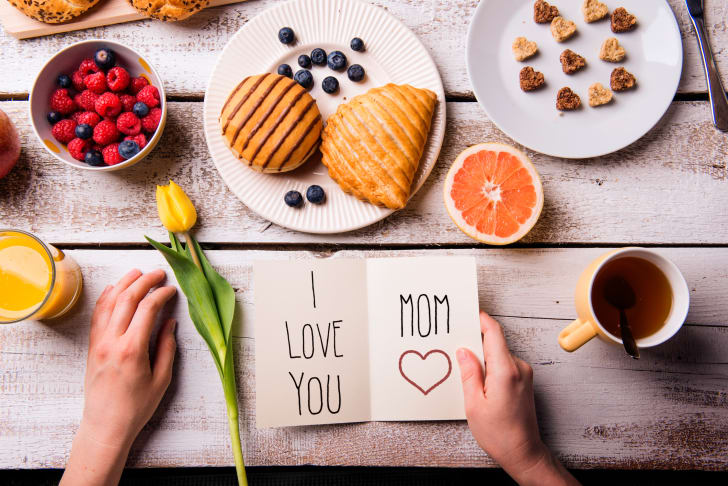 """breakfast foods with """"I love you Mom"""" card"""