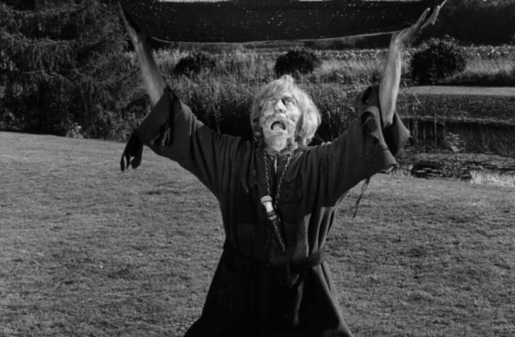 9th October 1970: English actor Geoffrey Bayldon, playing Catweazle, the starring role in the children's television series 'Catweazle Returns'. In one episode his tonic becomes mixed up with a fertilizer, resulting in a pair of ever-growing marrows