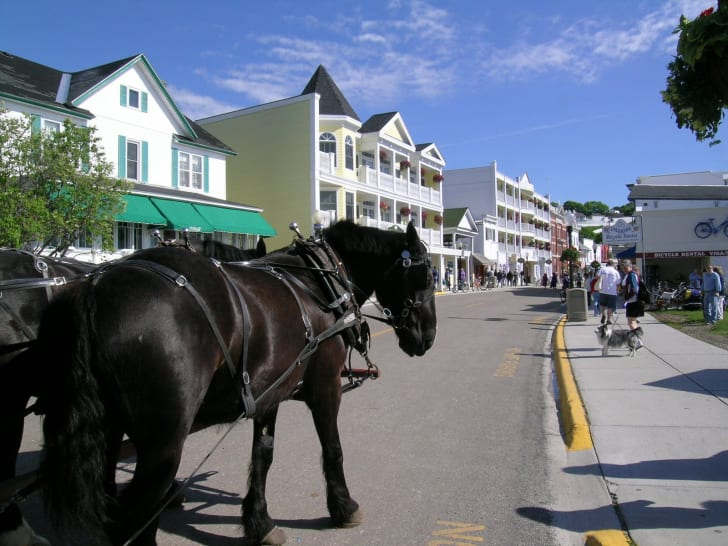 a streetview of Mackinac Island