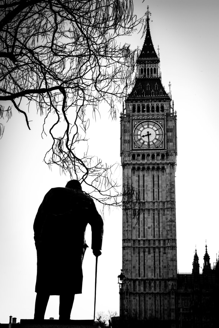 A black and white photo of Elizabeth Tower and Big Ben