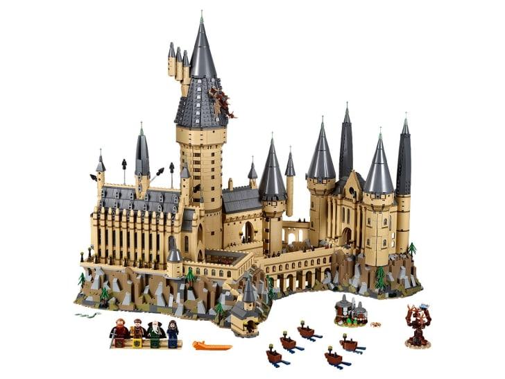 Hogwarts castle LEGO set.