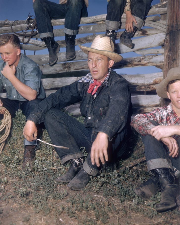 American actor and singer Bing Crosby (1904 - 1977) with his sons Gary, Phillip, Dennis and Lindsay, circa 1948