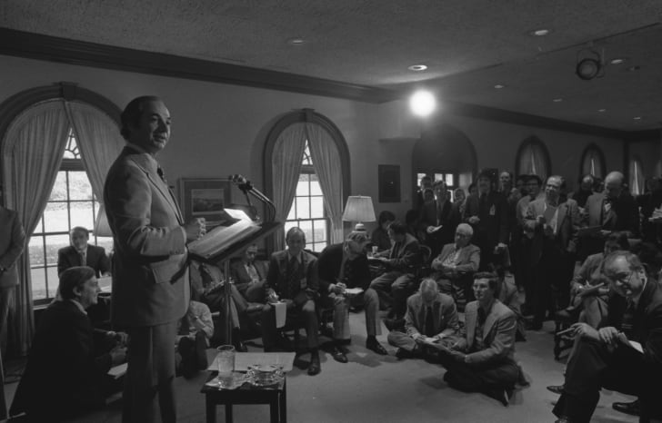 Press Secretary Ron Nessen holds a daily briefing with the press corps at the White House, circa 1974.