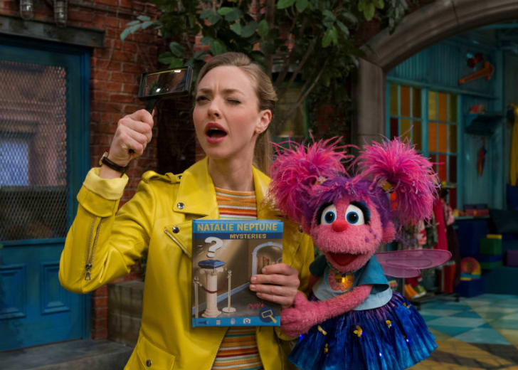 Actress Amanda Seyfried (L) appears on 'Sesame Street' with Abby Cadabby