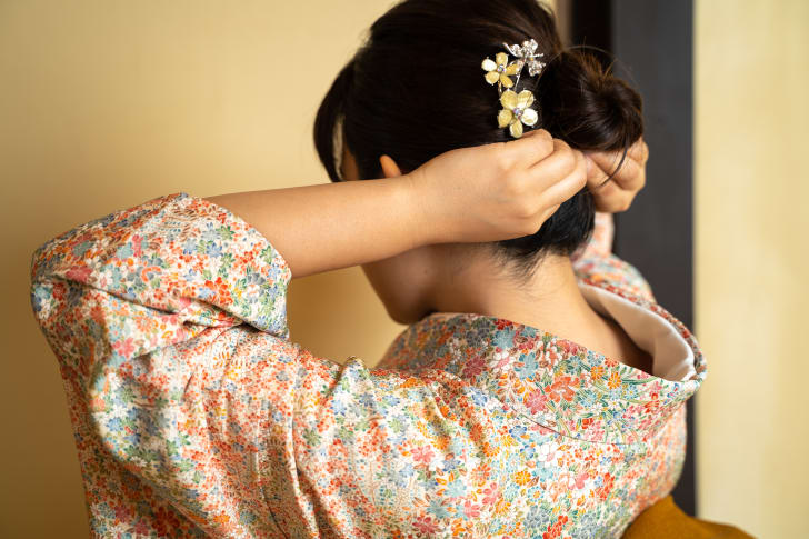 Nape of a woman's neck, wearing a kimono