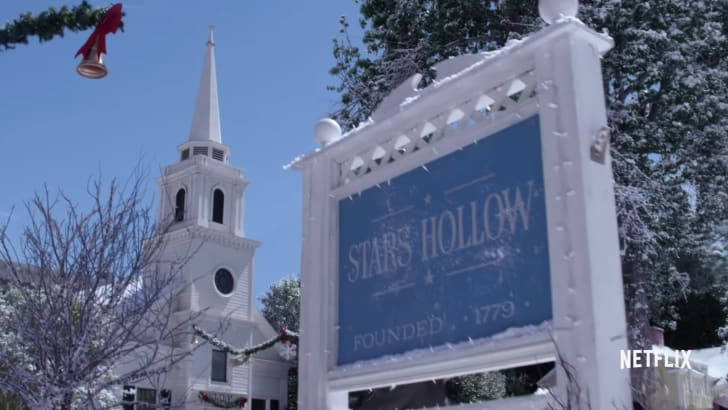 Stars Hollow welcome sign from Gilmore Girls