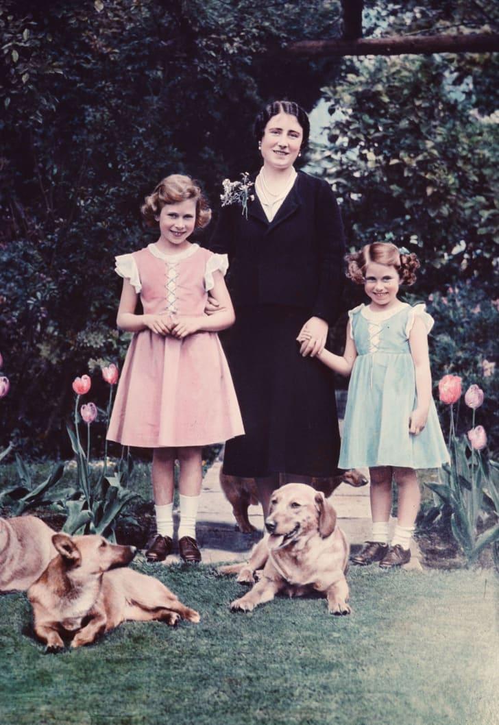 queen mother with her daughters elizabeth and margaret