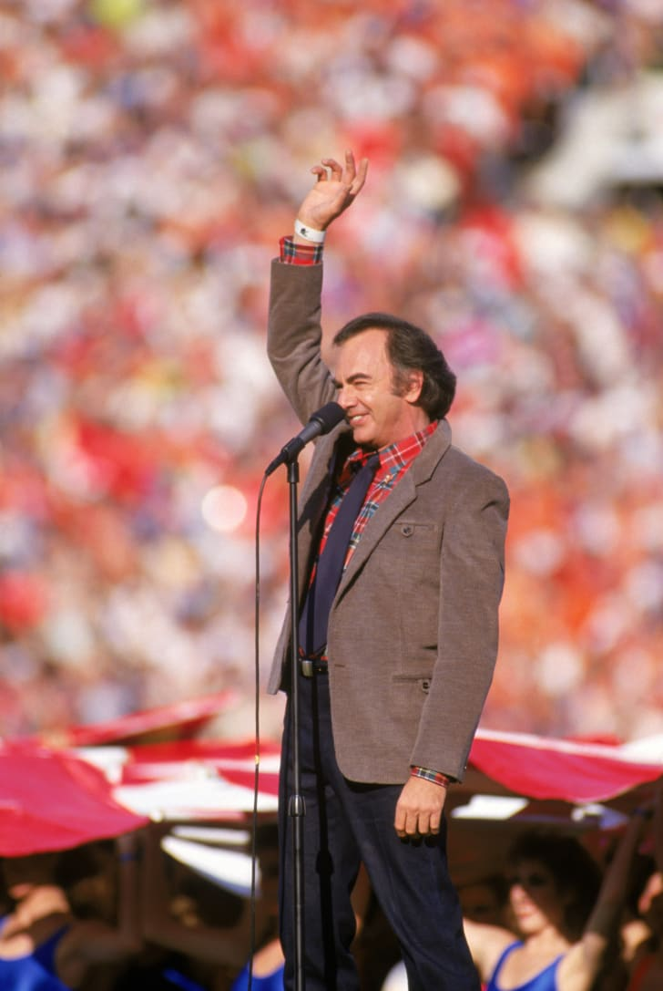 Neil Diamond sings the National Anthem prior to Super Bowl XXI between the New York Giants and the Denver Broncos at the Rose Bowl on January 25, 1987 in Pasadena, California