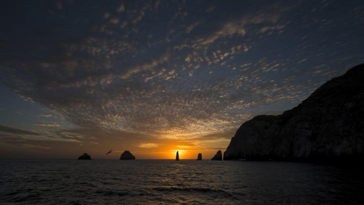 Malpelo Adası üzerinden günbatımı