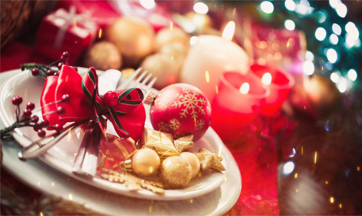 A table decorated for Christmas dinner.