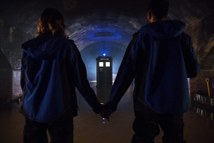 Lin (CHARLOTTE RITCHIE), The TARDIS, Mitch (NIKESH PATEL) in 'Doctor Who'