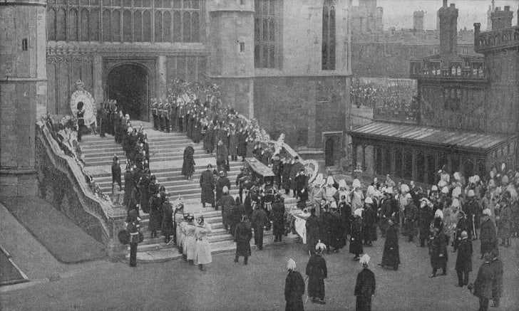 The funeral of Queen Victoria, 1901 (1909). The coffin being carried into St George's Chapel, Windsor. From Harmsworth History of the World, Volume 7, by Arthur Mee, J.A. Hammerton, & A.D. Innes, M.A. (Carmelite House, London, 1909)(Photo by The Print Col