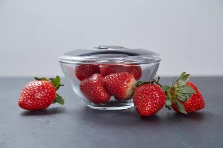 Vacuum-seal lids for food