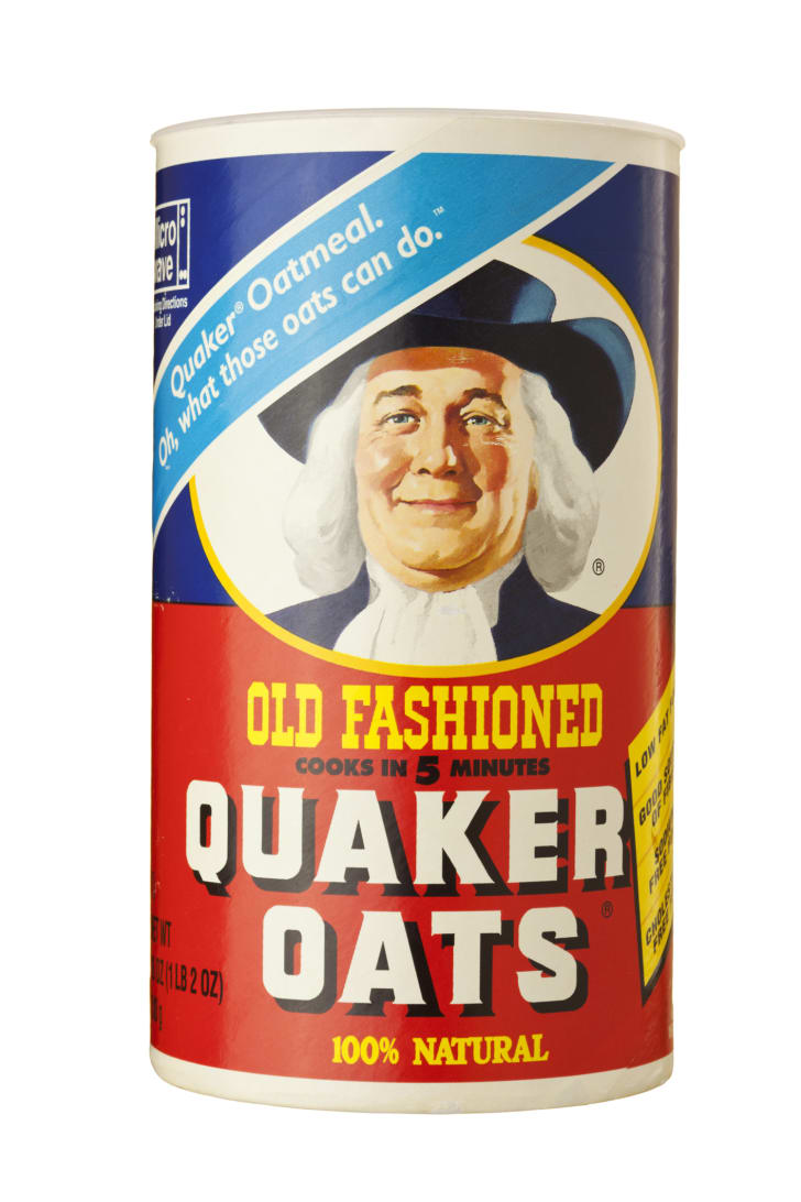 A container of Quaker Oats