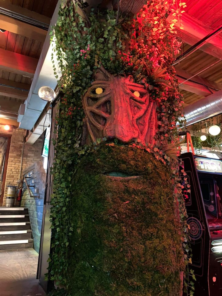 ent replica at chicago's replay lincoln park pop-up bar