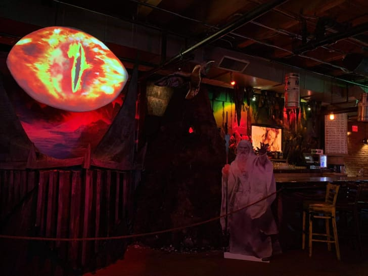 lord of the rings pop-up bar at chicago's replay lincoln park
