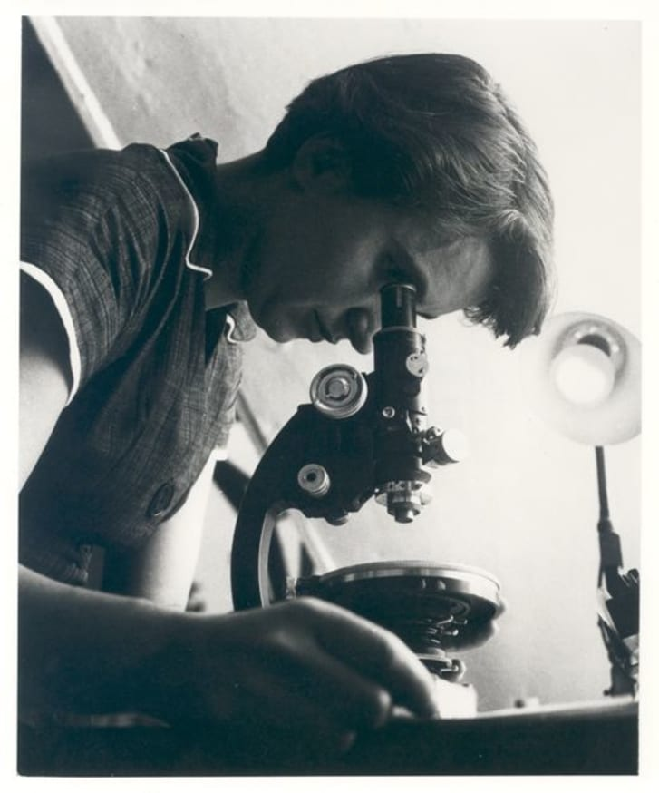 Rosalind Franklin with microscope in 1955.