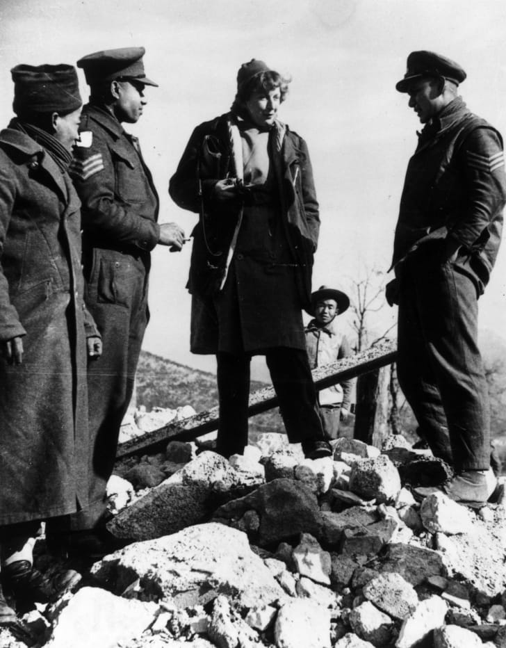1944: Journalist and writer Martha Gellhorn (1908 - 1998), wife of American writer Ernest Hemingway and the US war correspondent in Italy talks to Indian soldiers of the British Army on the 5th Army's Cassino front