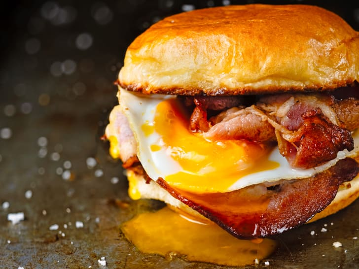 A picture of a breakfast sandwich.