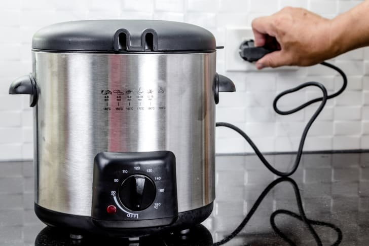 Unplugging a slow cooker.