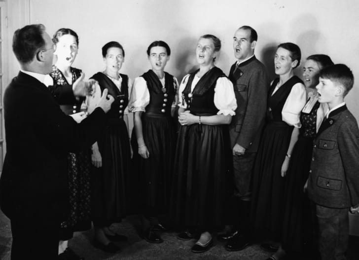the von trapp family singers perform in 1950