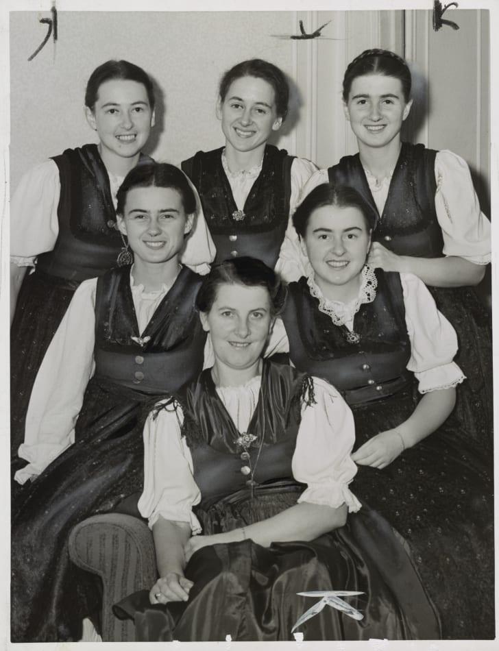 maria von trapp with her five eldest daughters