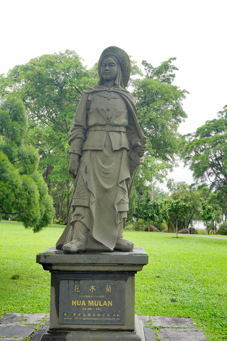 hua mulan statue in jurong gardens, singapore