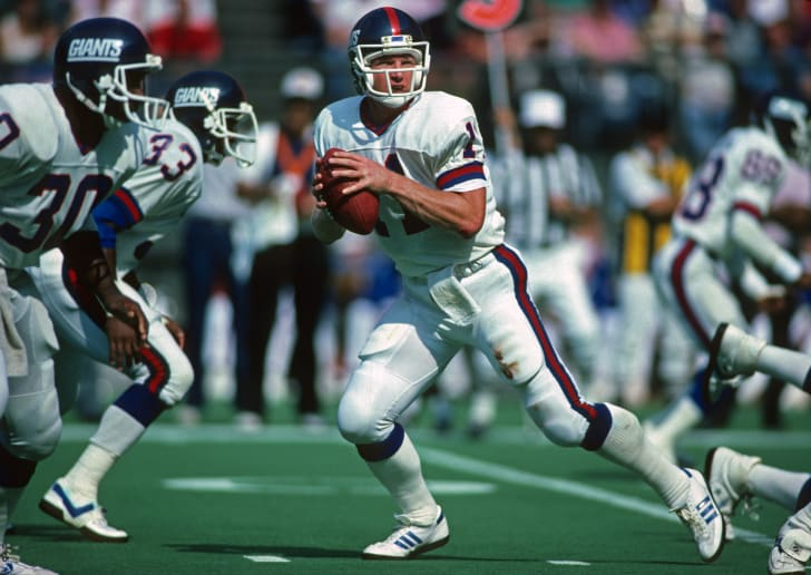 Phil Simms playing quarterback for the New York Giants.