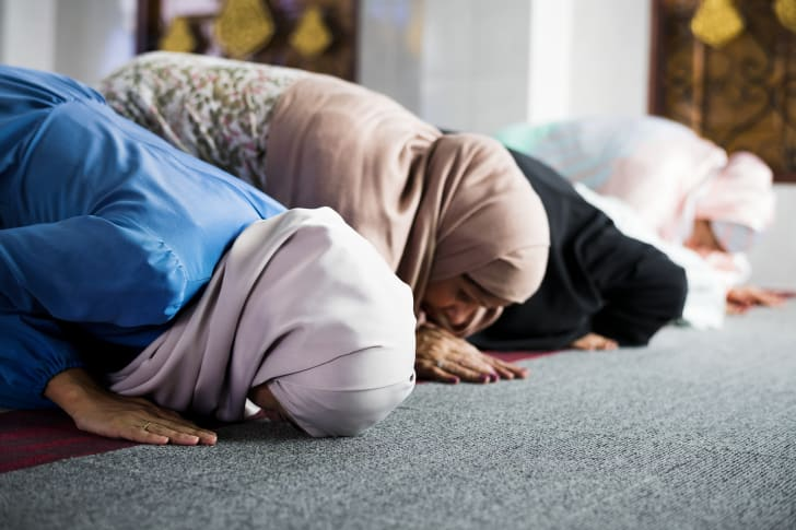 Muslim women praying