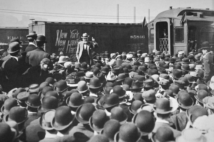 Eugene debs addresses a crowd of union workers.