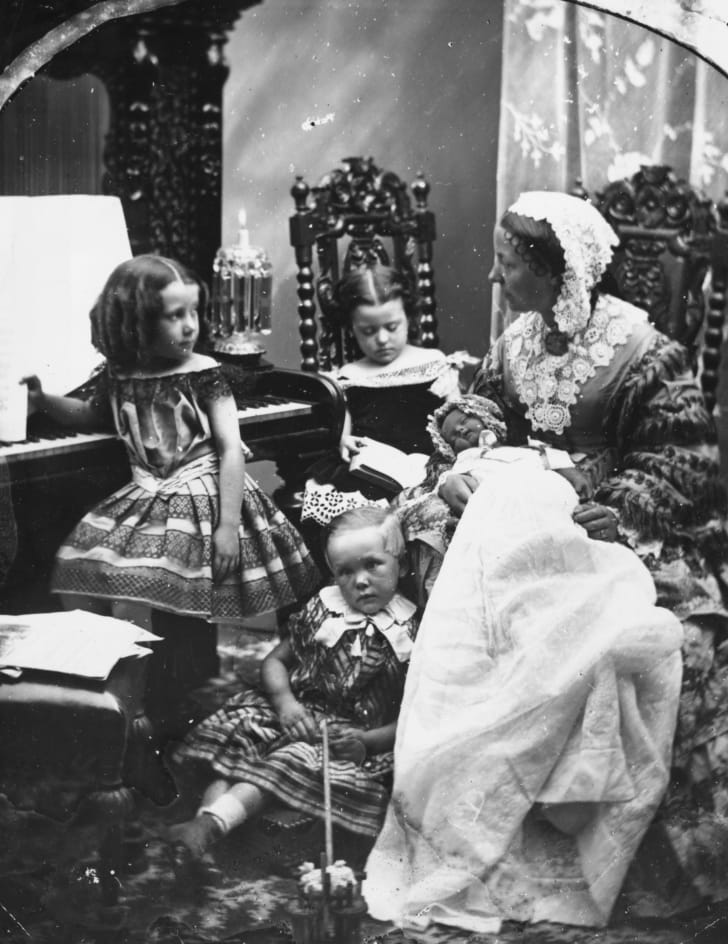 Mother and children in the parlour
