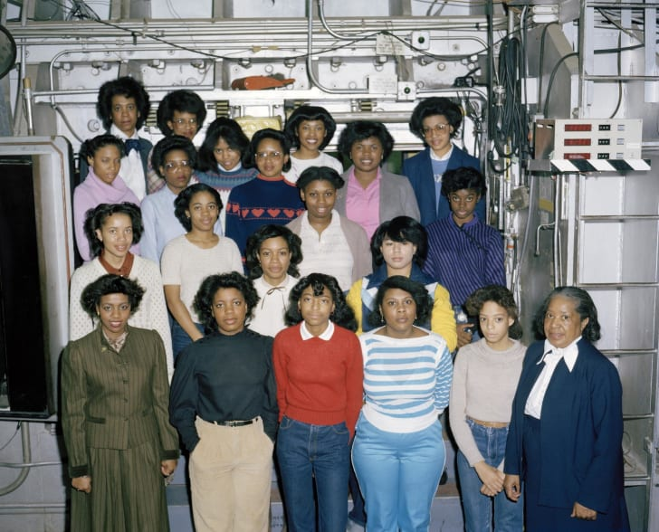 mary jackson with young female scientists in 1983