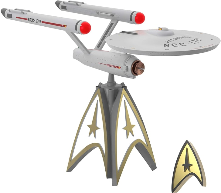 Check Out This Star Trek U.S.S. Enterprise Christmas Tree Topper | Mental Floss