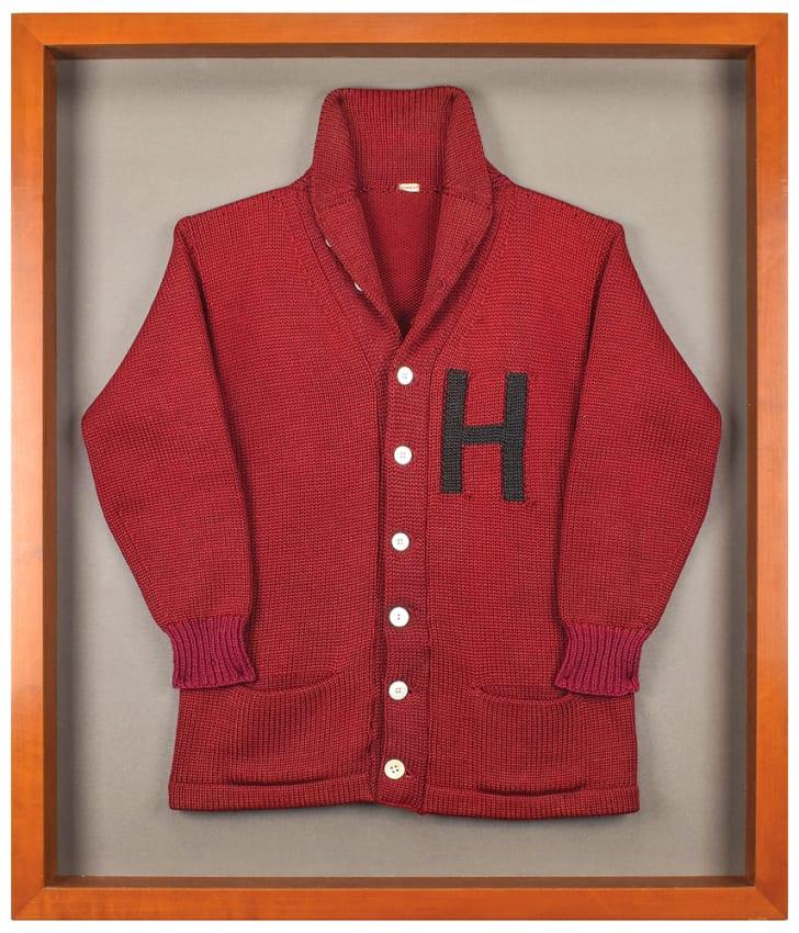 O suéter de Harvard de John F. Kennedy e até mechas de cabelo de outros presidentes estão disponíveis para leilão!
