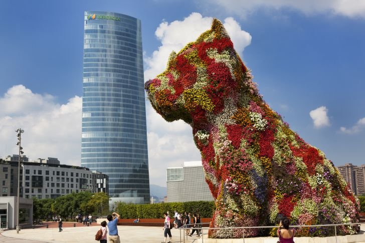 Puppy kissing the Iberdrola skyscraper at the Guggenheim Museum Bilbao