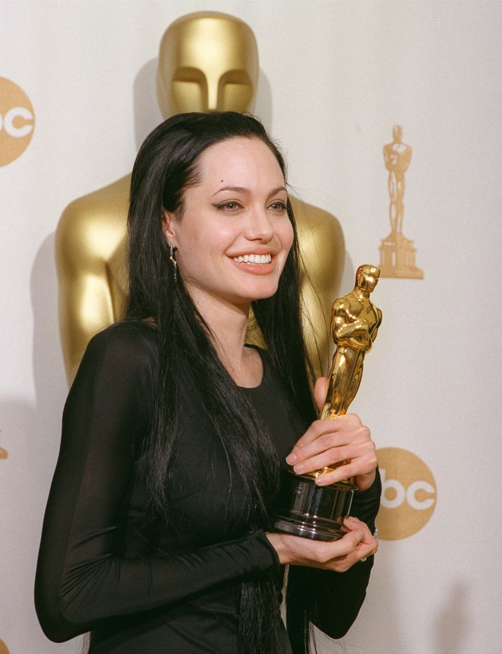 Angelina Jolie with her Oscar in 2000.