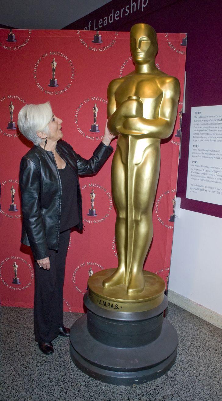 Olympia Dukakis with an Oscar statue.