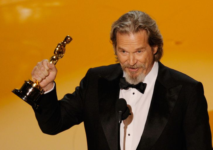 Jeff Bridges accepts his Oscar in 2010.
