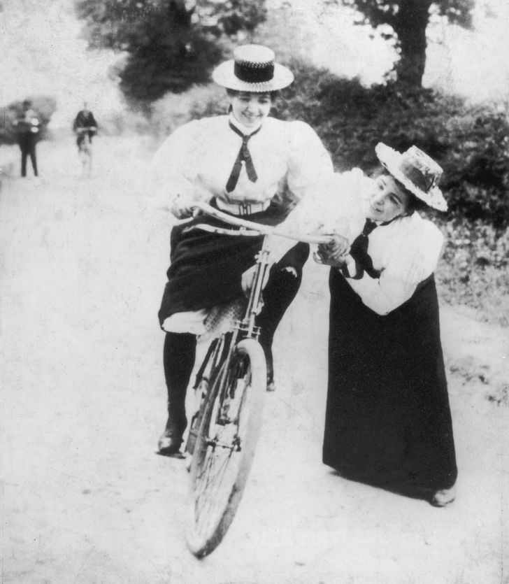 Women cyclists