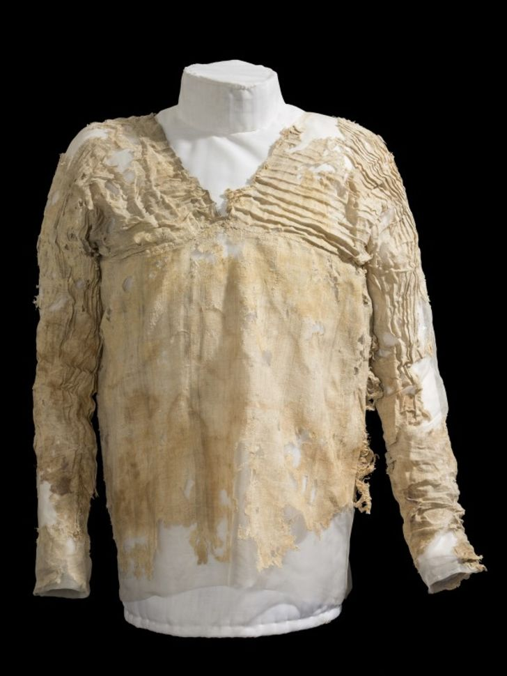 A dress discovered in Egypt that is more than 5000 years old