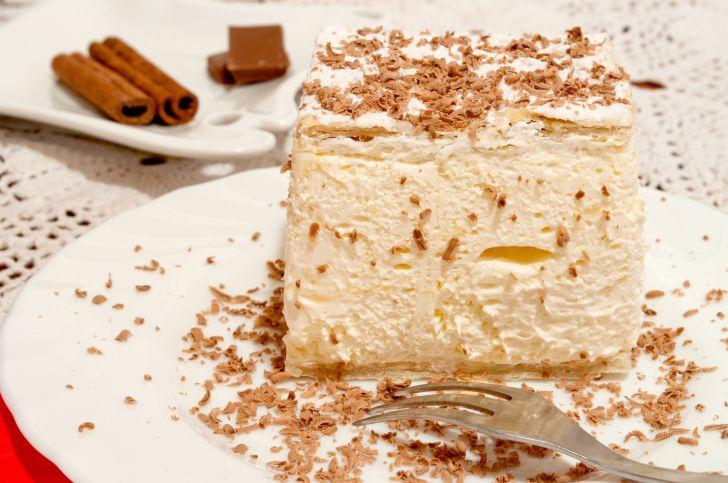 A slice of cream pie.