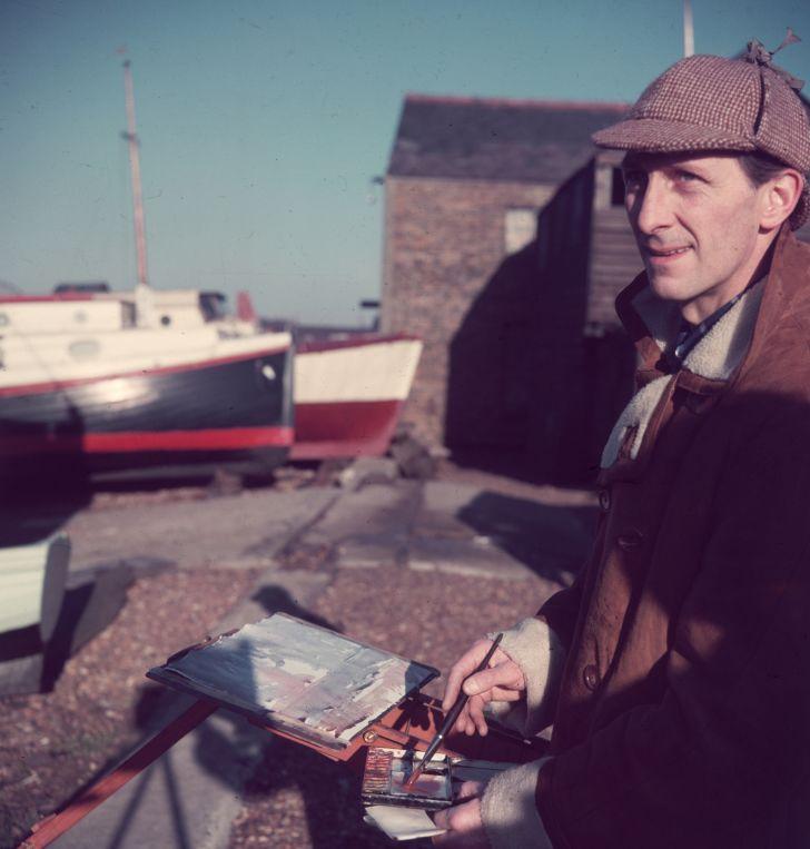 British actor Peter Cushing wearing a deerstalker hat circa 1960.