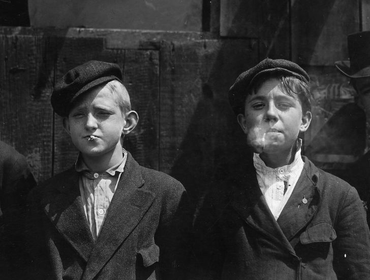 Newsboys in St. Louis in 1910.