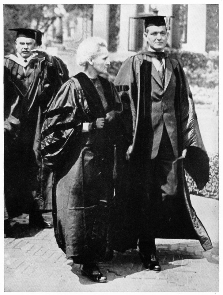 Marie Curie walking with Dean George B. Pegram of Columbia University.